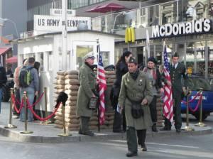 Checkpoint Charlie (2011) Checkpoint Charlie, Berlin-Kreuzberg, Mauermuseum