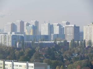 Allee der Kosmonauten (2012) Allee der Kosmonauten, Berlin-Marzahn, Plattenbausiedlungen, Einfamilienhäuser und Industriegebiete, Marzahner Mühle