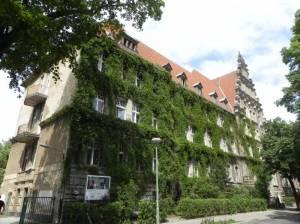 Max-Delbrück-Gymnasium, Berlin-Niederschönhausen, Brosepark, Botschaft Mongolei