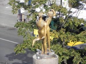 Das tanzende Paar (2011) Das tanzende Paar, Hermannplatz