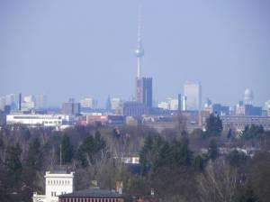 Blick über Tempelhof vom Freizeitpark Marienfelde aus (2011) Tempelhof, Tempelhof-Schöneberg