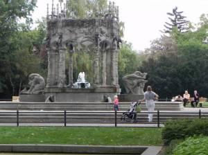 Märchenbrunnen (2012) Märchenbrunnen, Berlin-Neukölln, Von-der-Schulenburg-Park, Gartenkulturpfad