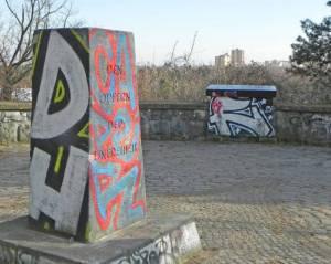 Johann-Baptist-Gradl-Grünzug, Denkmal zum 17. Juni 1953 (2015) Johann-Baptist-Gradl-Grünzug, Berlin-Lichterfelde, Rodelberg, Denmal 17. Juni, Mauerweg