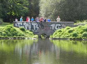 Fasaneriegraben, Abfluss am Mittelfeldbecken (2013) Fasaneriegraben, Berlin-Lübars, Mittelfeldbecken, Stadtteilpark, Packereigraben, Freizeit- und Erholungspark