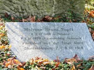 Grabstelle der Familie Topff (2013) Bruno Topff, Neuer Friedhof der Zwölf-Apostel-Gemeinde, Präsident von Alsen