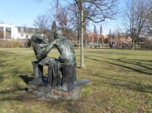 Grenzsoldat mit Kind (2014) Grenzsoldat mit Kind, Berlin Pankow, Bleichröderpark