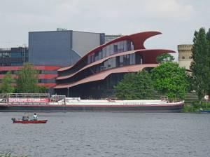 Theaterschiff auf der Potsdamer Havel, im Hintergrund das Hans-Otto-Theater (2017) Theaterschiff, Potsdam,