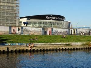 Mercedes-Benz-Arena (2016) Mercedes-Benz-Arena, Berlin-Friedrichshain, Mercedes-Benz-Arena, East-Side-Gallery, Spree