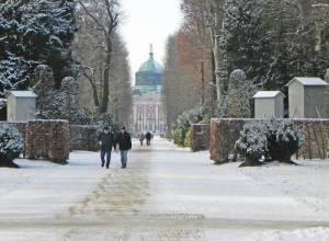 Hauptallee und Neues Palai (2016) Hauptallee, Potsdam, Park Sanssouci, Neues Palais, Schloss Sanssouci, Obelisk