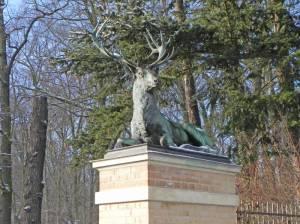 Ruhender Hirsch von Christian Daniel Rauch (2016) Ruhende Hirsche, Potsdam-West, Wildpark, Tierklinik