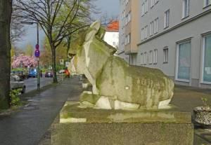 Esel auf dem Grazer Platz (2016) Esel, Berlin-Schöneberg, Grazer Platz, Nathanael-Kirche