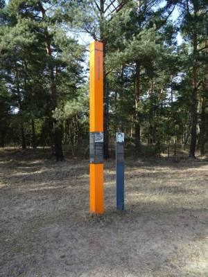 Gedenkstele für Hermann Döbler (2017) Hermann Döbler, Teltowkanal, Stammbahn, Brückenreste, Alte Autobahnbrücke