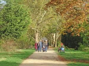 Anita-Berber-Park (2017) Anita-Berber-Park, Berlin-Neukölln, Tempelhofer Feld, Anflugbefeuerung