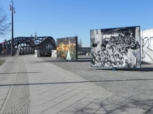 Mauerweg, Etappe 8, Platz des 9. November (2011) Mauerweg, Etappe 8, Vom U-Bahnhof Bernauer Straße zum Märkischen Viertel