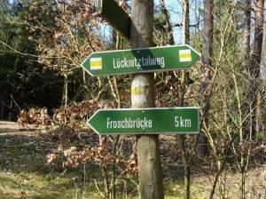Markierung des Wanderweges im Löcknitztal (2017) 66-Seen-Weg von Fangschleuse nach Hangelsberg, Löcknitz, Klein Wall, Forstgarten
