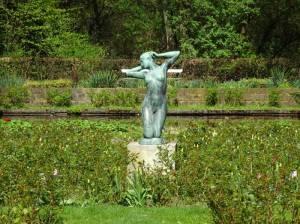 Erwachendes Mädchen im Stadtpark Steglitz (2017) Erwachendes Mädchen, Berlin-Steglitz, Stadtpark Steglitz