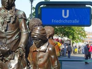 Denkmal zur Erinnerung an die Kindertransporte zur NS-Zeit (2017) Denkmal zur Erinnerung an Kindertransporte, Berlin-Mitte, Bahnhof Friedrichstraße