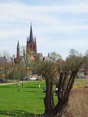 Heilig-Geist-Kirche und Föhsewiese 2018 Heilig-Geist-Kirche, Werder (Havel),