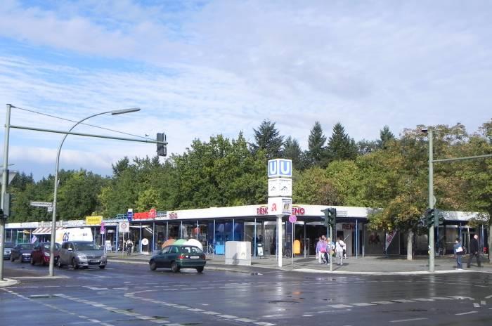 Gutschmidtstraße, Berlin-Britz, Wochenmarkt, Einkaufszentrum, BVG-Betriebshof [Straße / Platz]