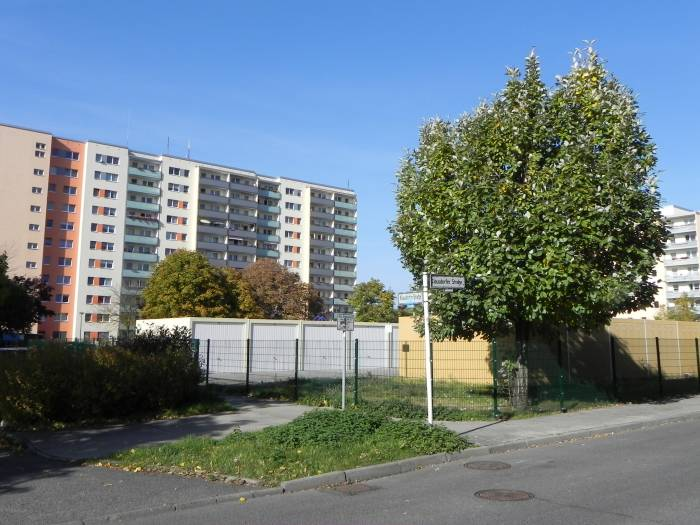 klausdorfer stra e berlin hellersdorf landschaftspark wuhletal landschaftsschutzgebiet. Black Bedroom Furniture Sets. Home Design Ideas