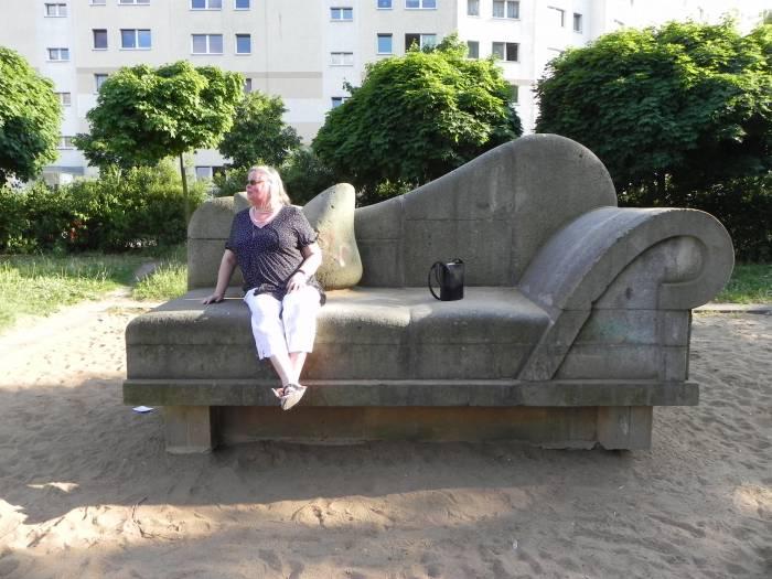 steinernes sofa berlin neu hohensch nhausen zingster stra e linden center denkmal. Black Bedroom Furniture Sets. Home Design Ideas